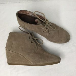 TOMS tan Suede, wedge Ankle Booties. Size 9.5